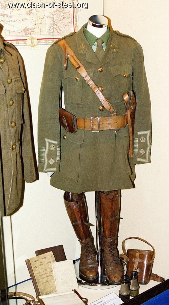 Officers uniform from WW1 in khaki
