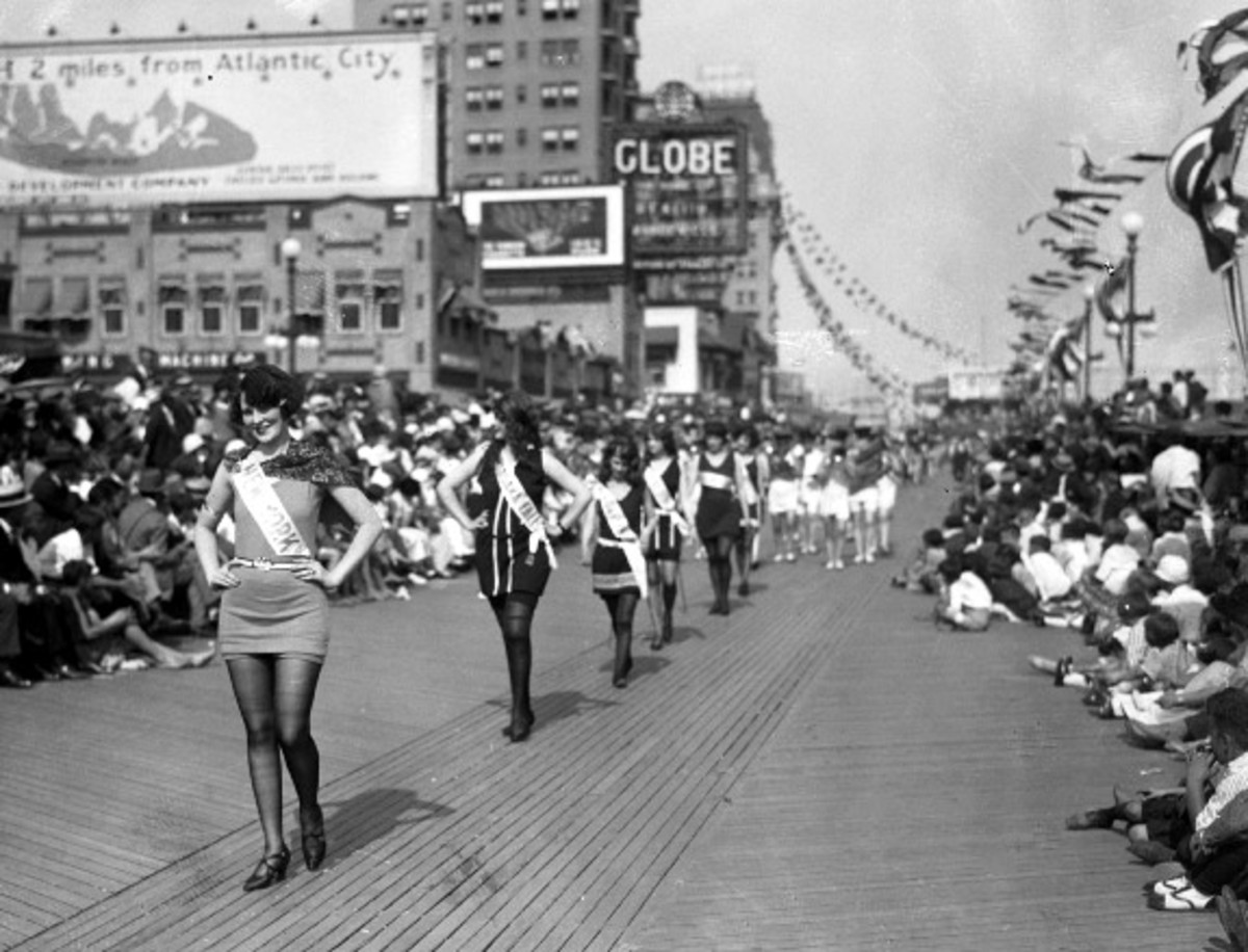 1920s parade