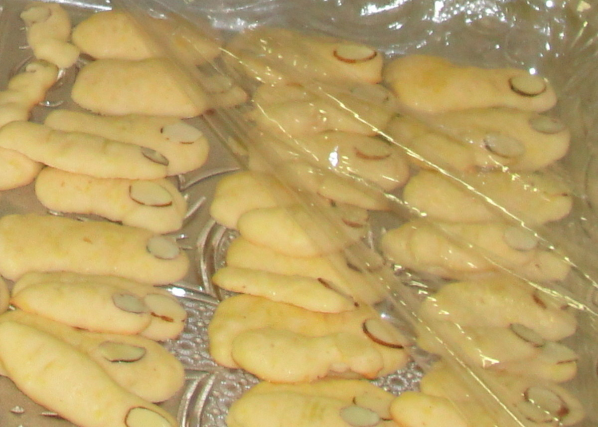 Finger cookies (sugar cookies with almond slice fingernails) for sense of touch