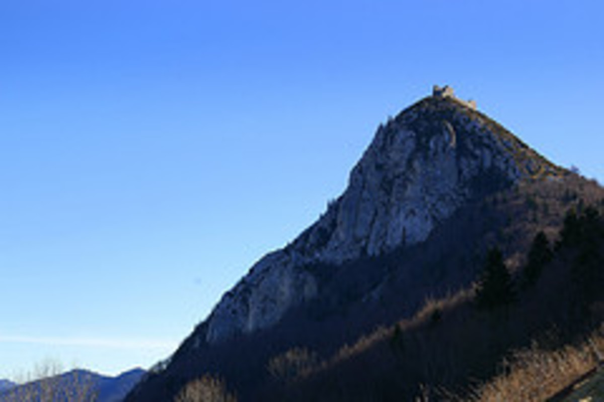 cathars and the treasure of montsegur A crusade was launched which eventually led to the dramatic last stand at the cathar castle on montsegur supposed escape of four cathars with a treasure.