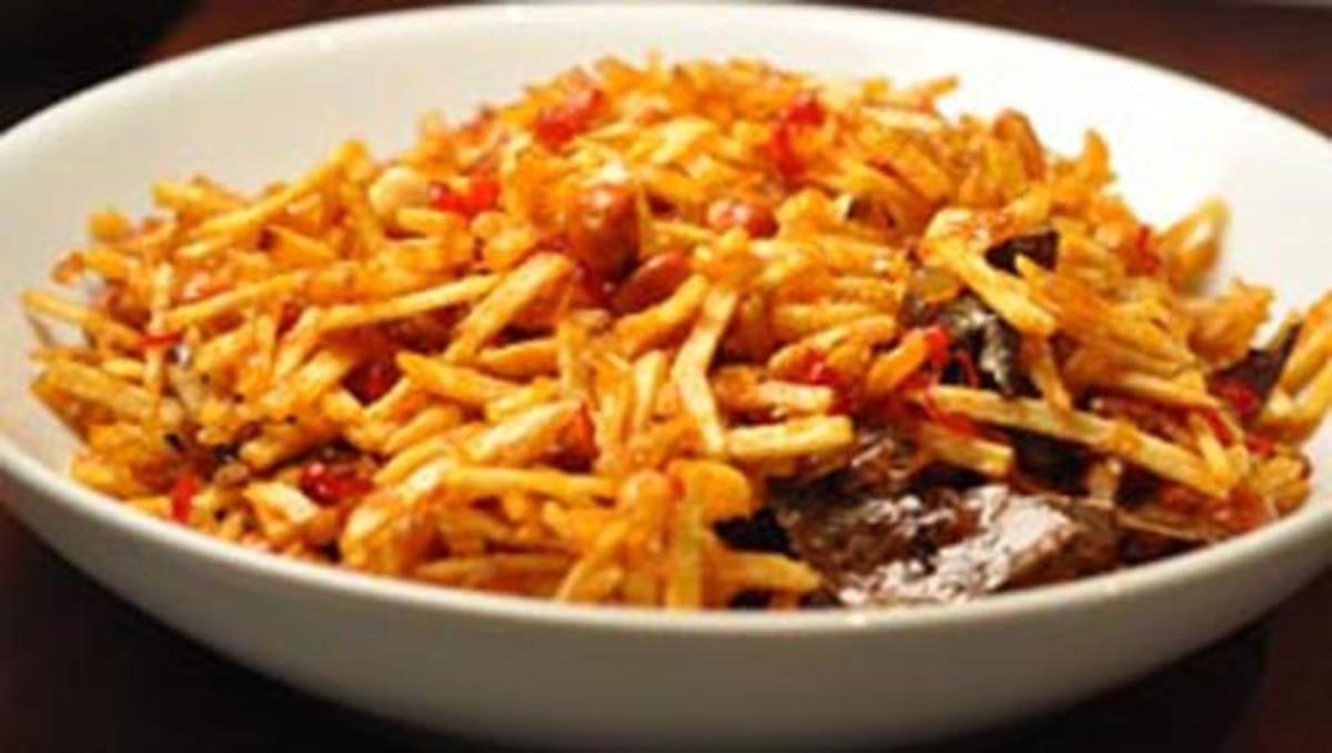 Sambal Goreng Kentang; a sweet spicy potato chip served as a side dish. Image:  Siu Ling Hui
