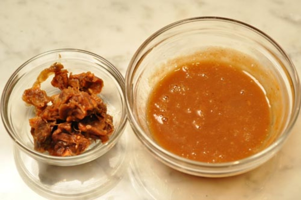 Seeds & fibres (left); Tamarind extract (right) Image:  Siu Ling Hui