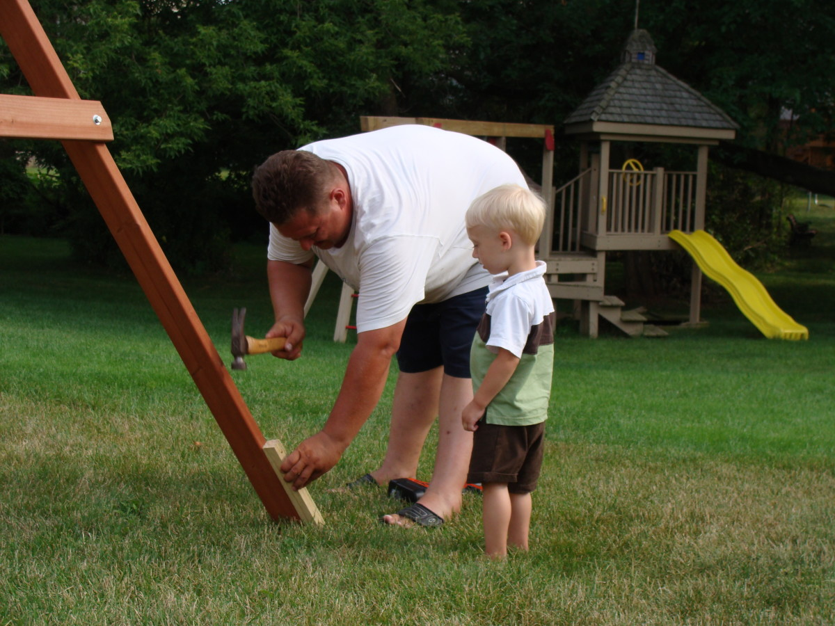 wooden-swing-set-vs-plastic-swing-set-choosing-the-best-outdooor-playset-for-your-family