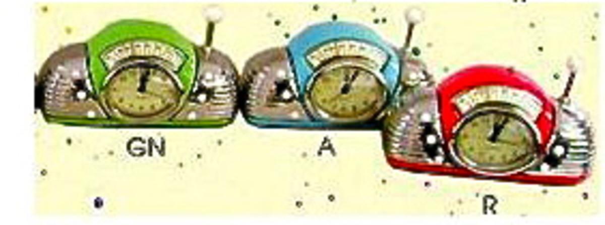 Retro Green Radio Tiny Clock