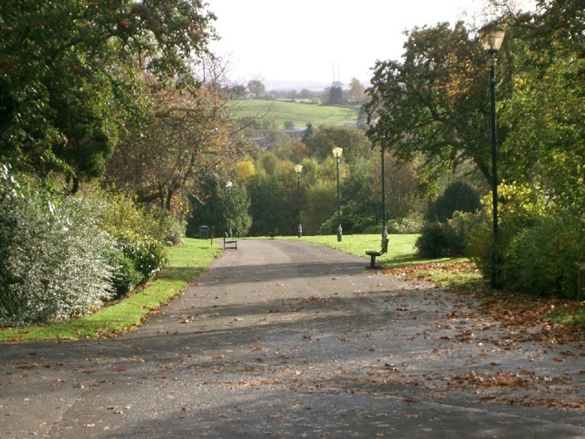 The main entrance path of Pittencrief Park