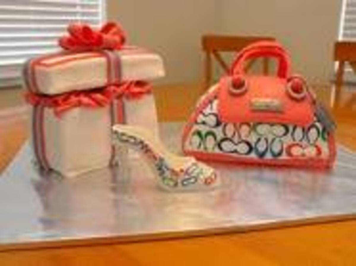 This coach cake is beautiful and detailed. The perfect edible accessory it came with a matching shoe and giftbox. I love it.