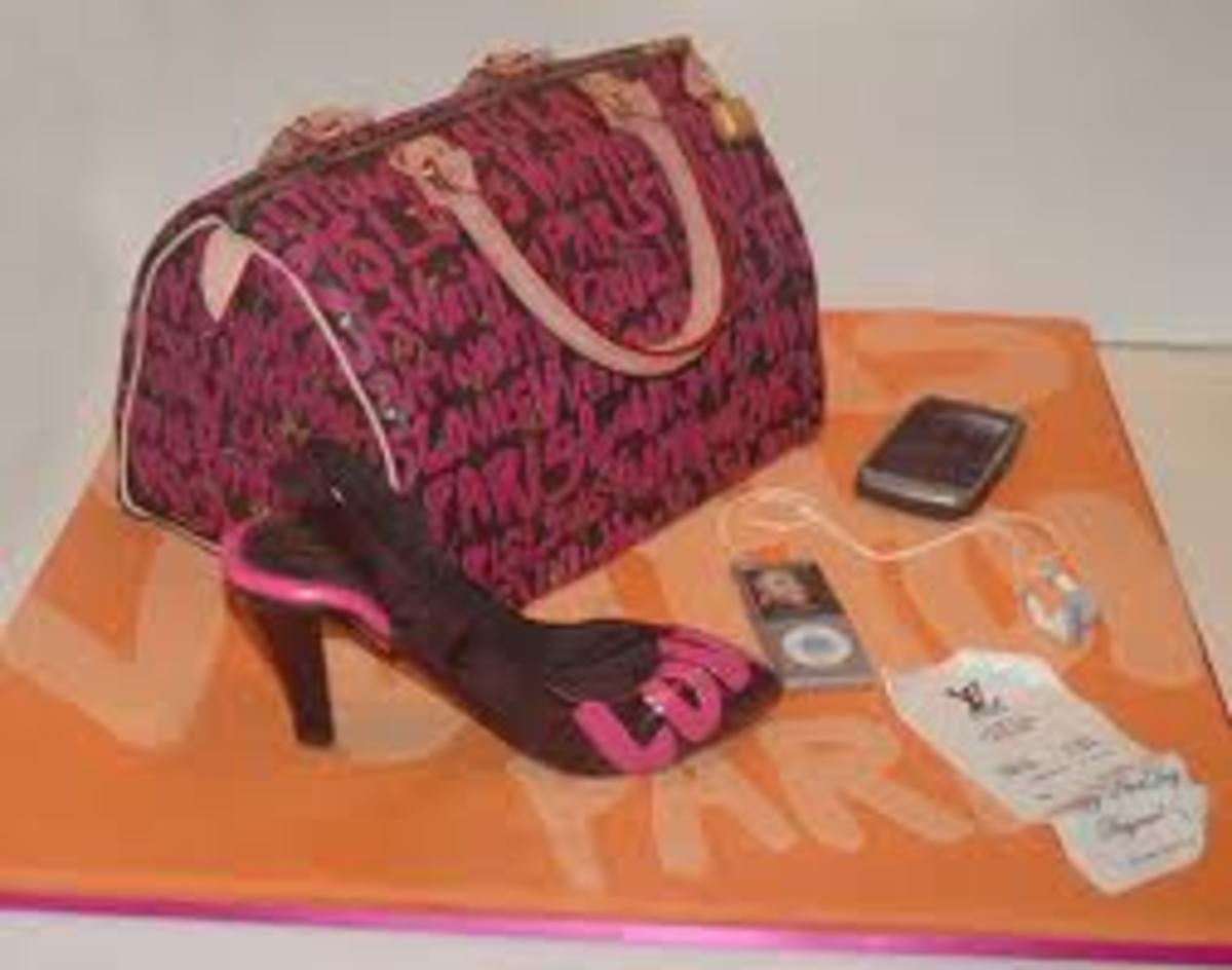 This cake is too cute it actually mimics the Louis Vuitton Graffiti Handbag.