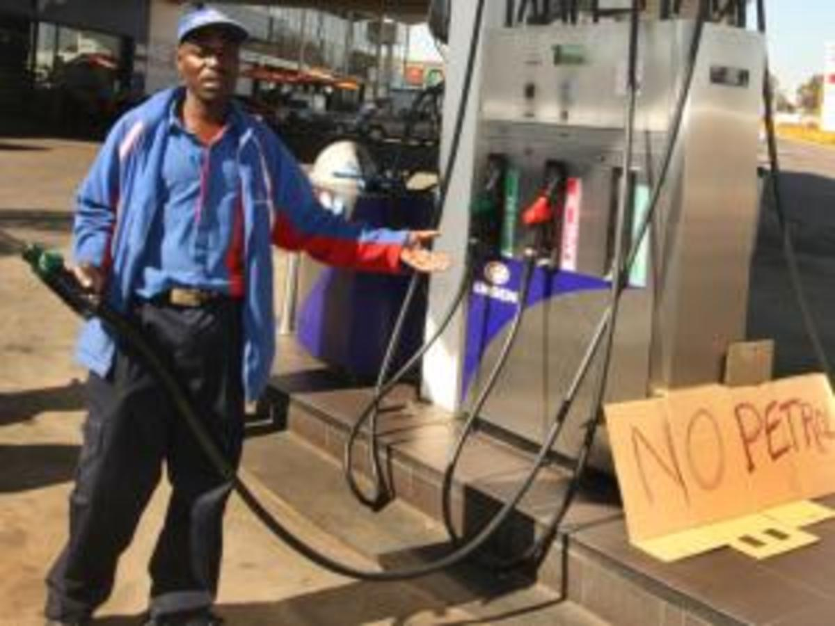 Petrol stations in Johannesburg are already running dry as the strike advances to its third day. Engen Garage Langlaagte is the first to be hit hard by it