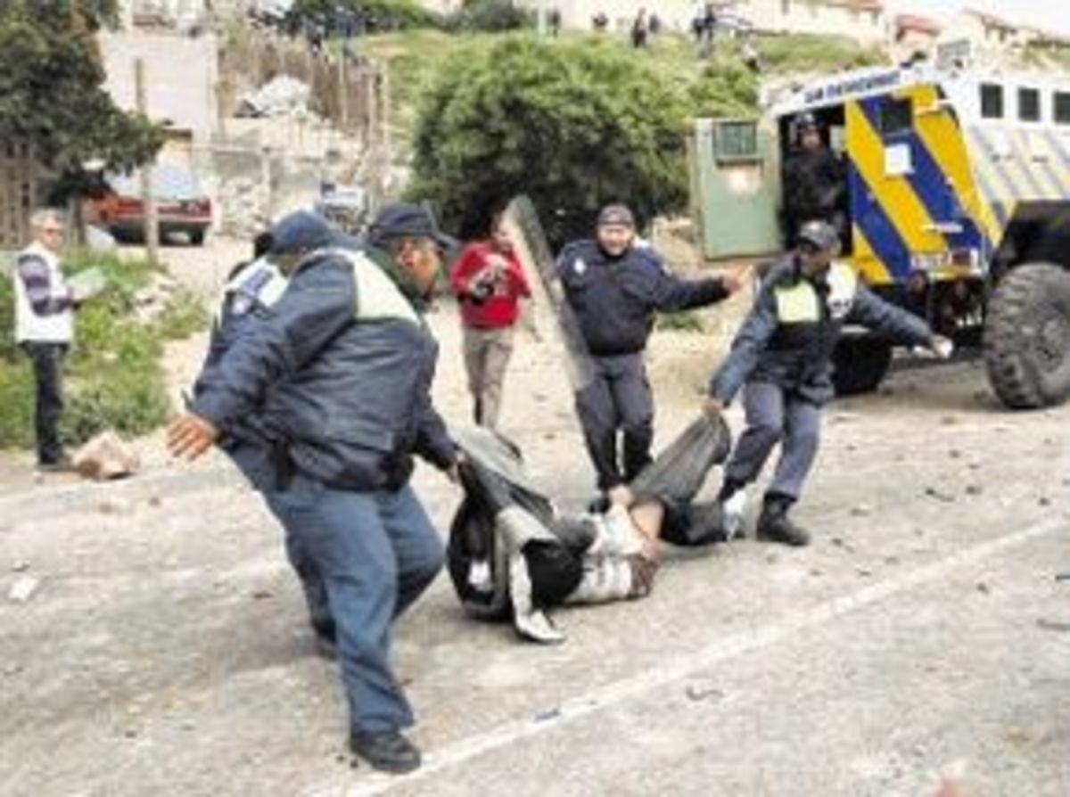 Angry Hangberg residents in Hout Bay have accused Premier Helen Zille of declaring Martial Law and using brute force to evict them from their homes