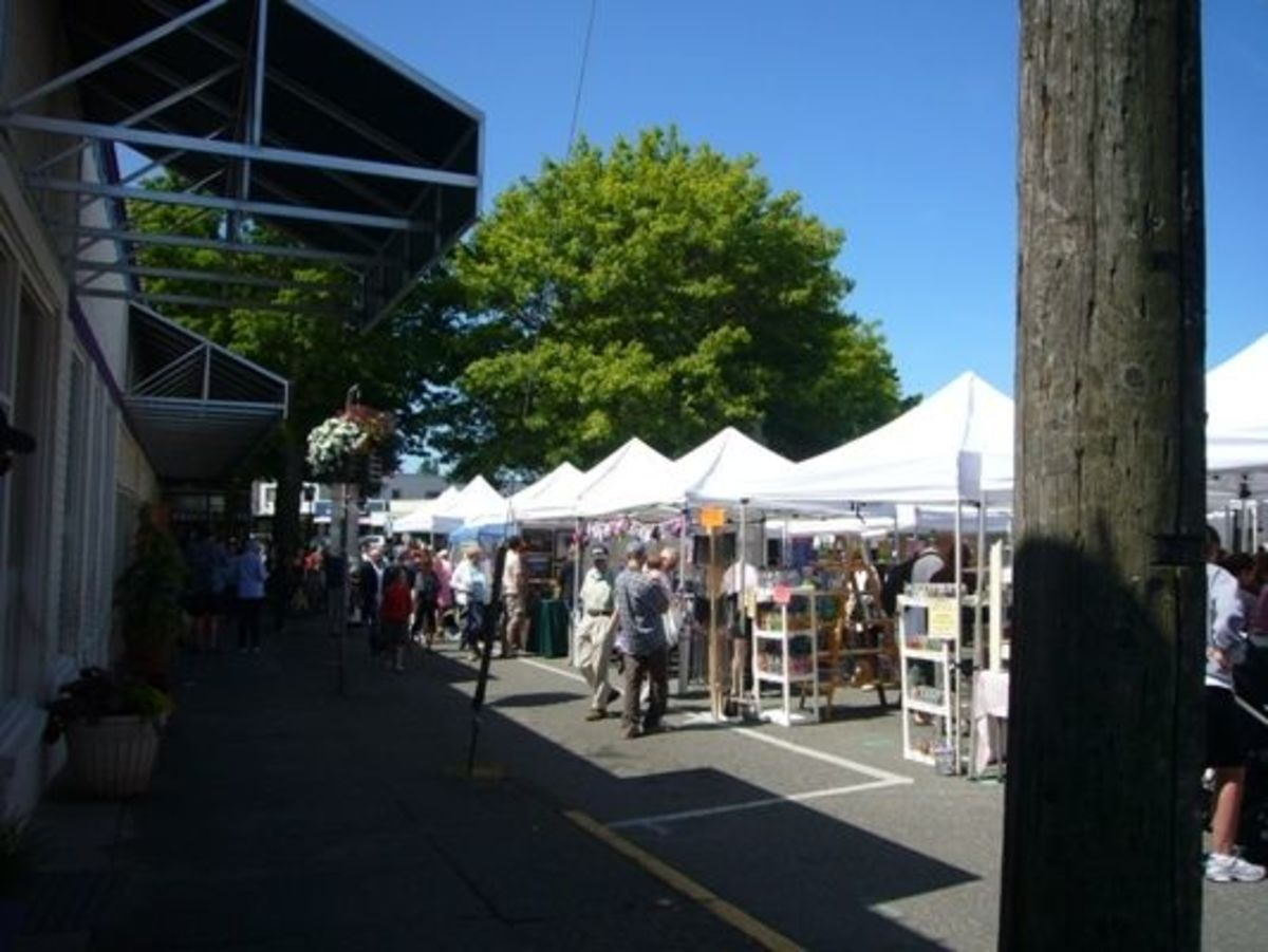 The Edmonds Farmer's Market on a sunny summer day.