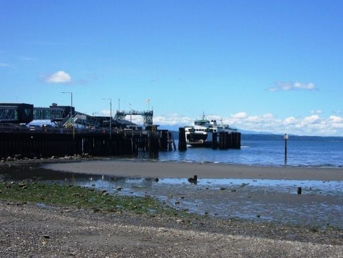 The Edmonds Ferry Terminal bisects the Brackett's Landing Beach and Park