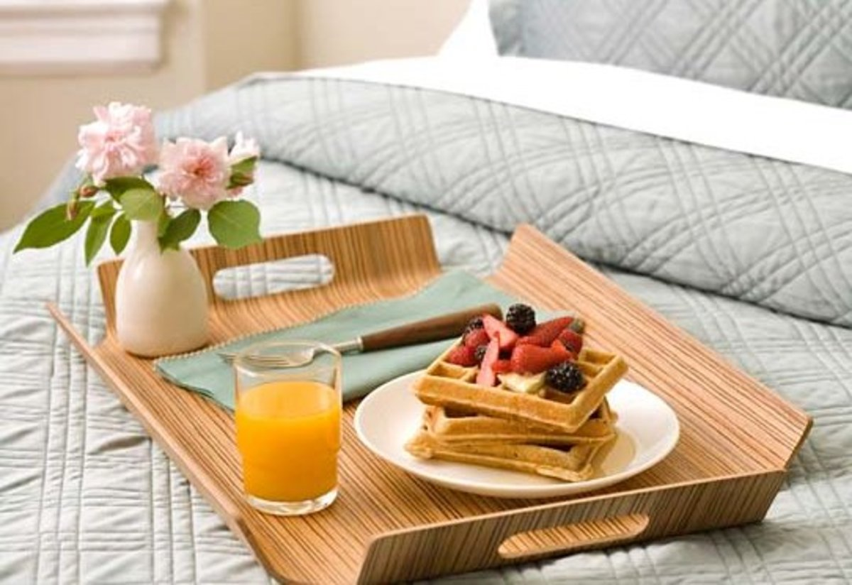 Floor your woman with some delicious breakfast in bed