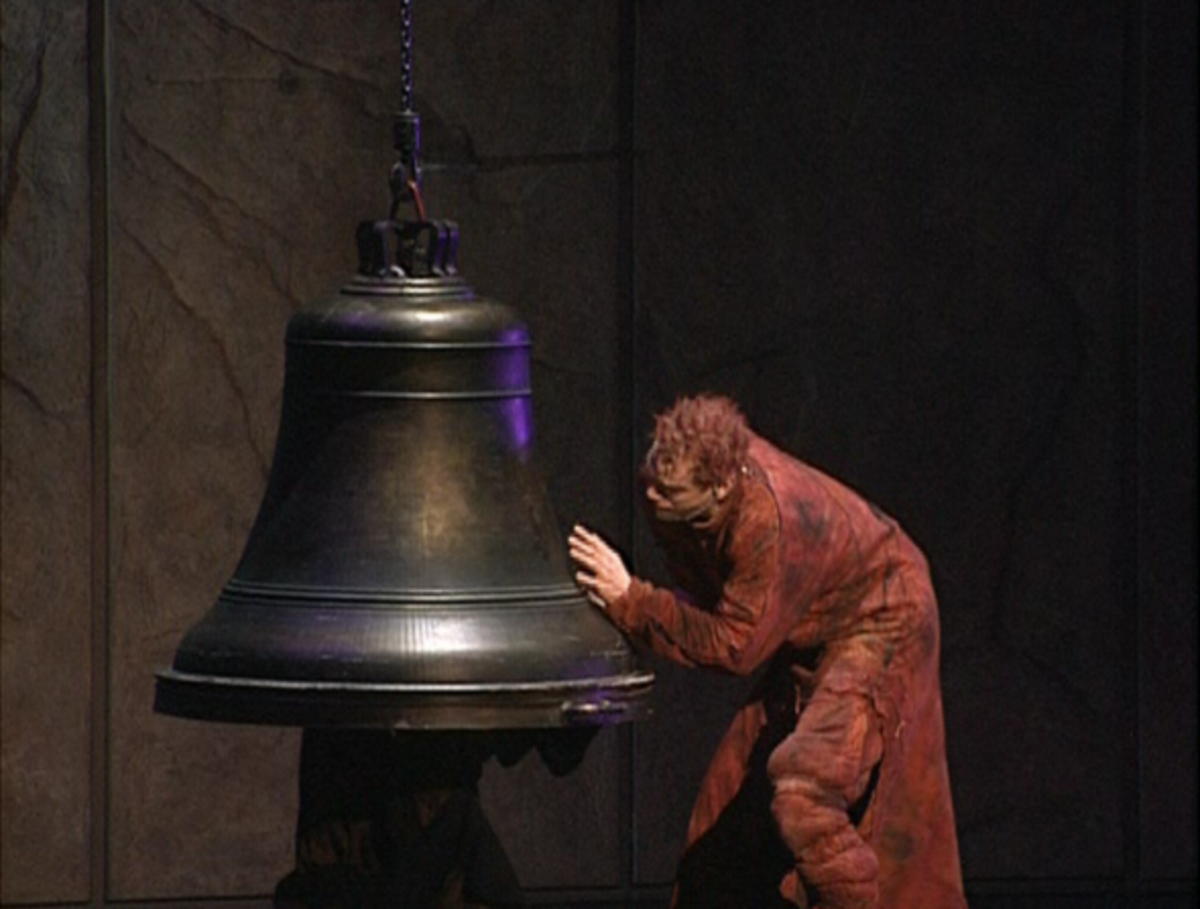 Garou as Quasimodo singing Les Cloches