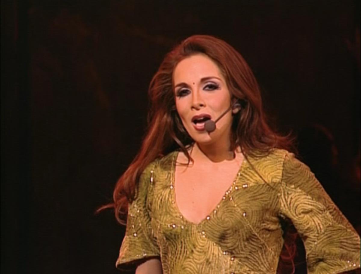 Helene Segara as Esmeralda singing Bohemienne