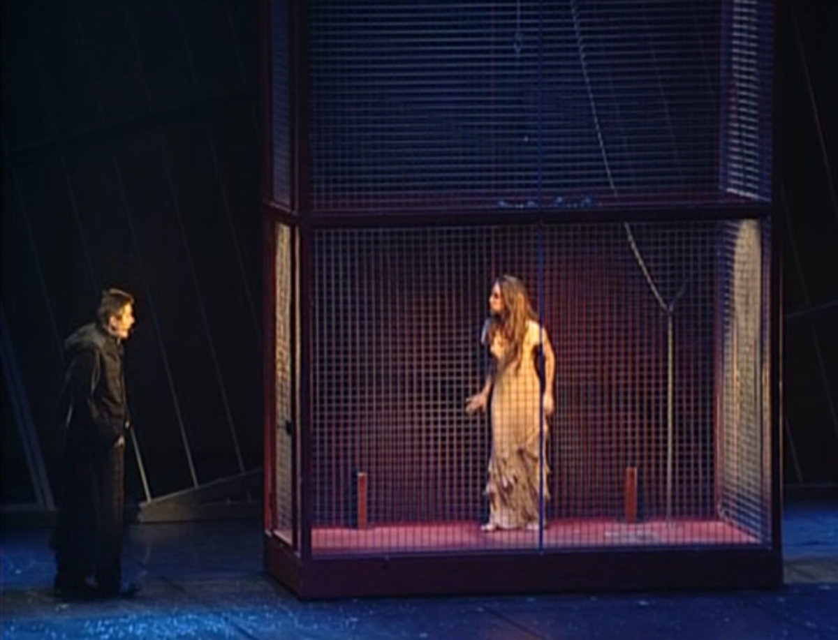 Helene Segara (Esmerlada) and Daniel Lavoie (Frollo) singing Un Matin tu Dansais