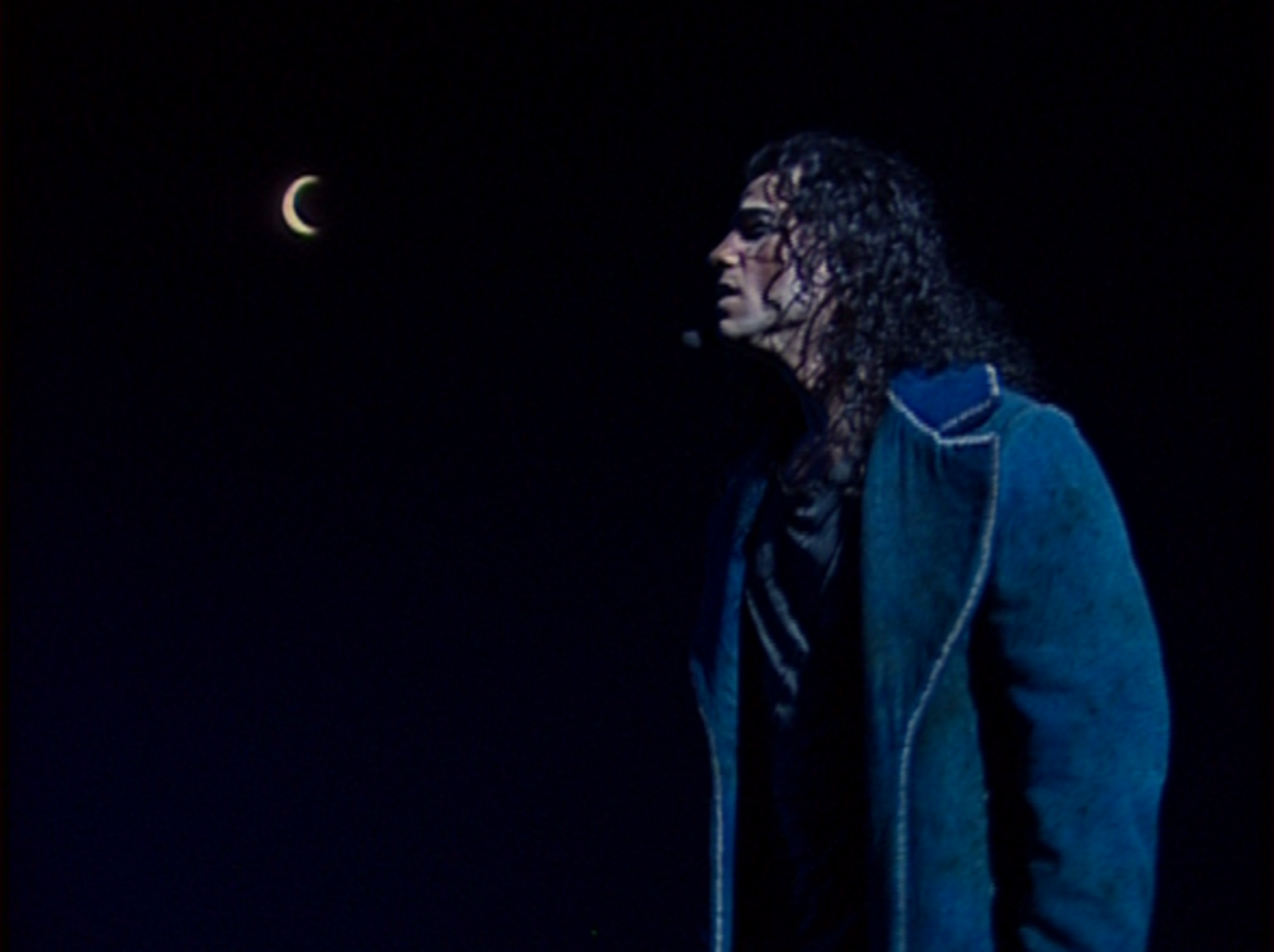 Bruno Pelletier as Gringoire singing Lune
