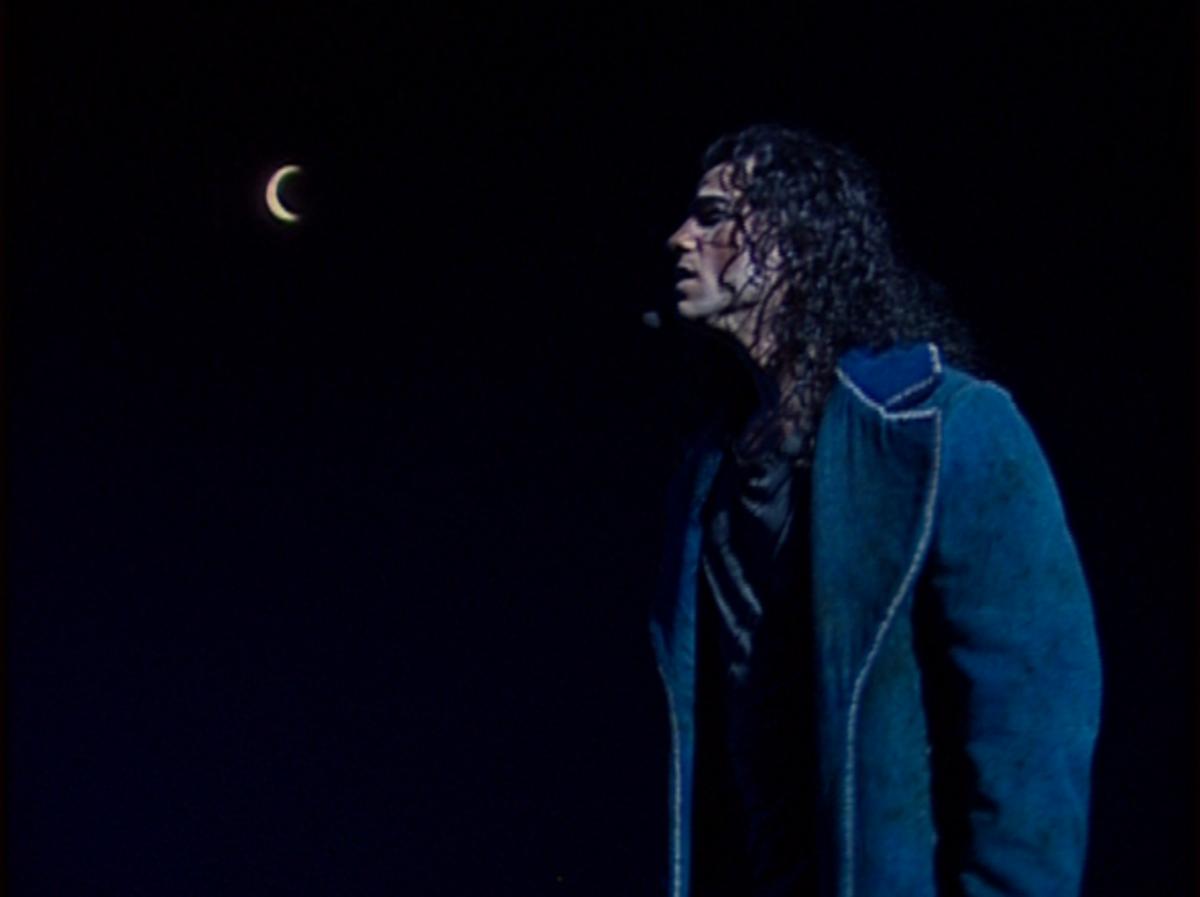 Bruno Pelletier as Gringoire singing Lune