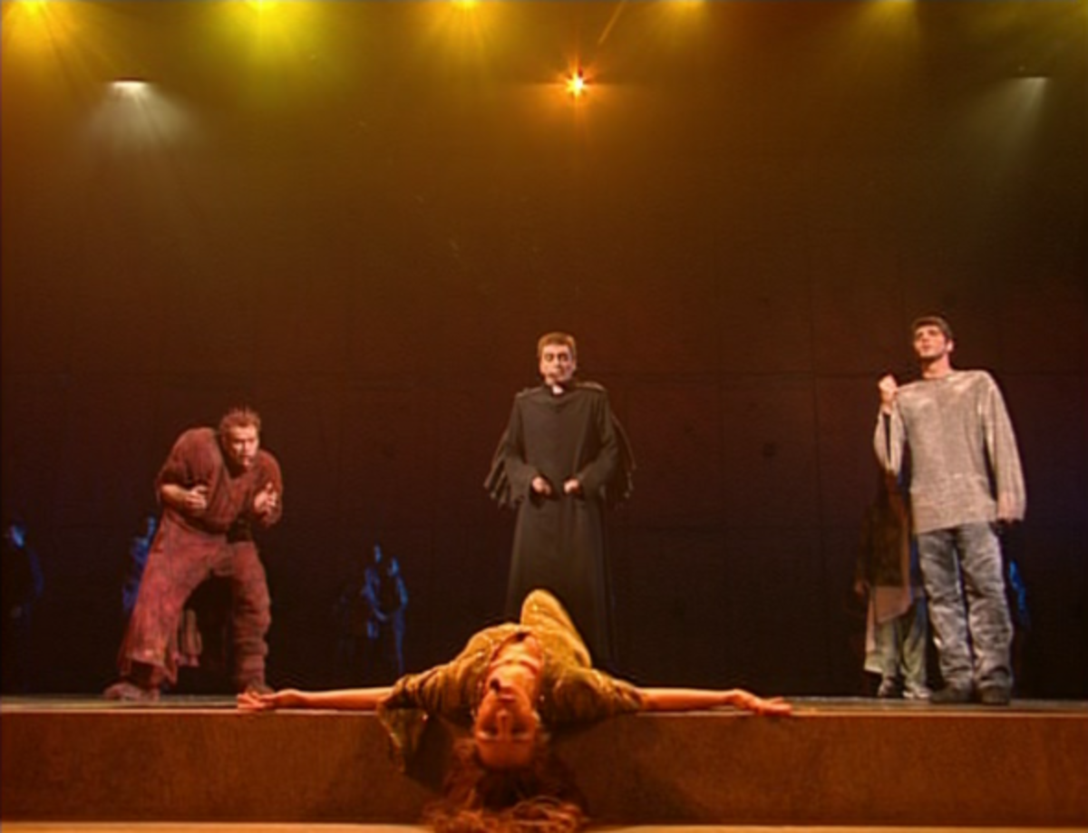 Garou(Quasimodo) Daniel Lavoie (Frollo) and Patrick Fiori (Phoebus) singing Belle to Helene Segara (Esmeralda)