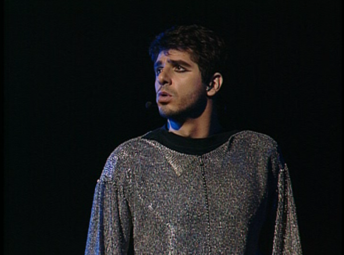 Patrick Fiori as Phoebus singing Dechire