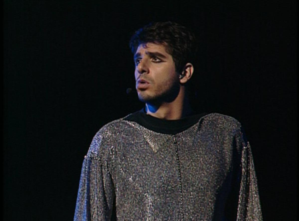Patrick Fiori as Phoebus singing Dechire