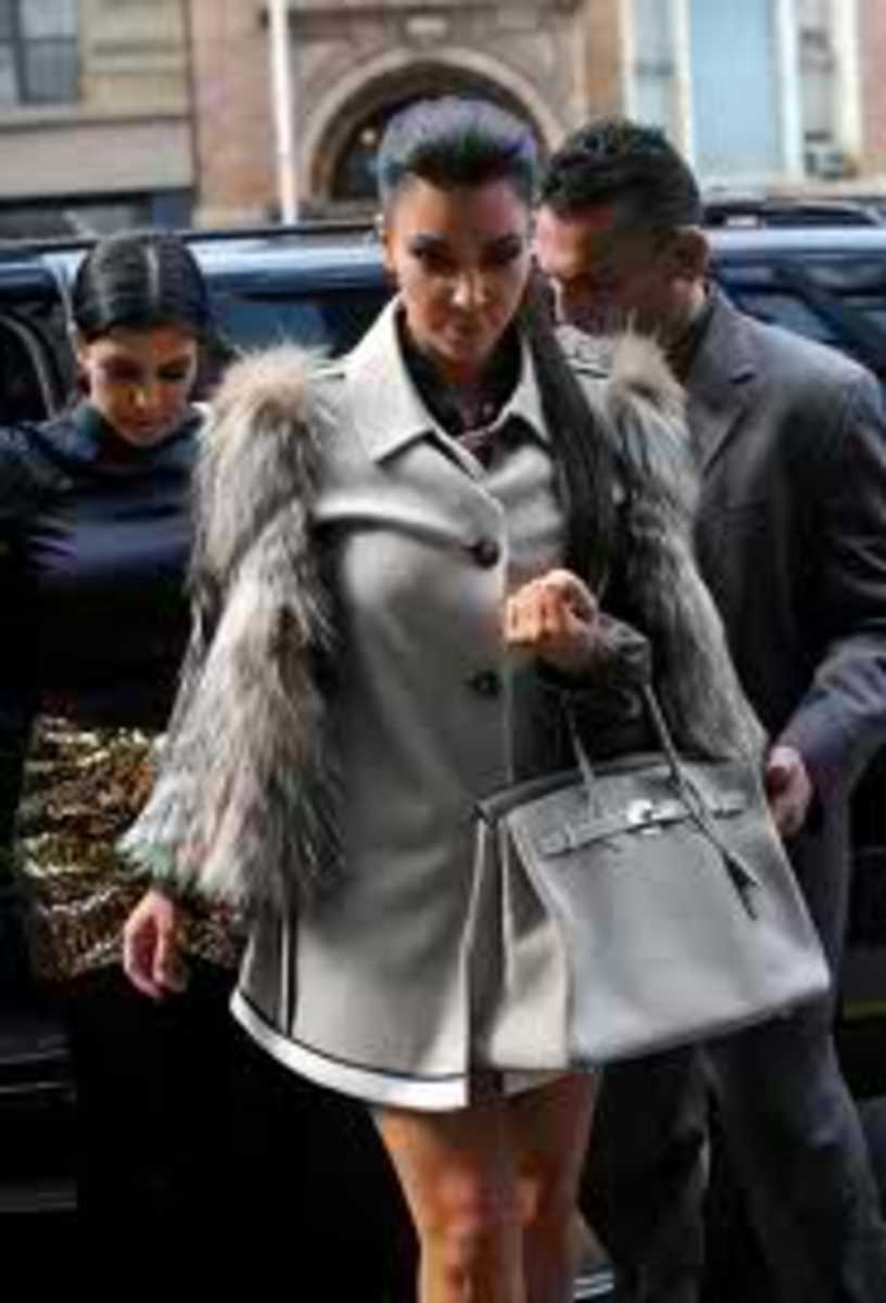 Kim looks fabulous with her gray birkin bag.
