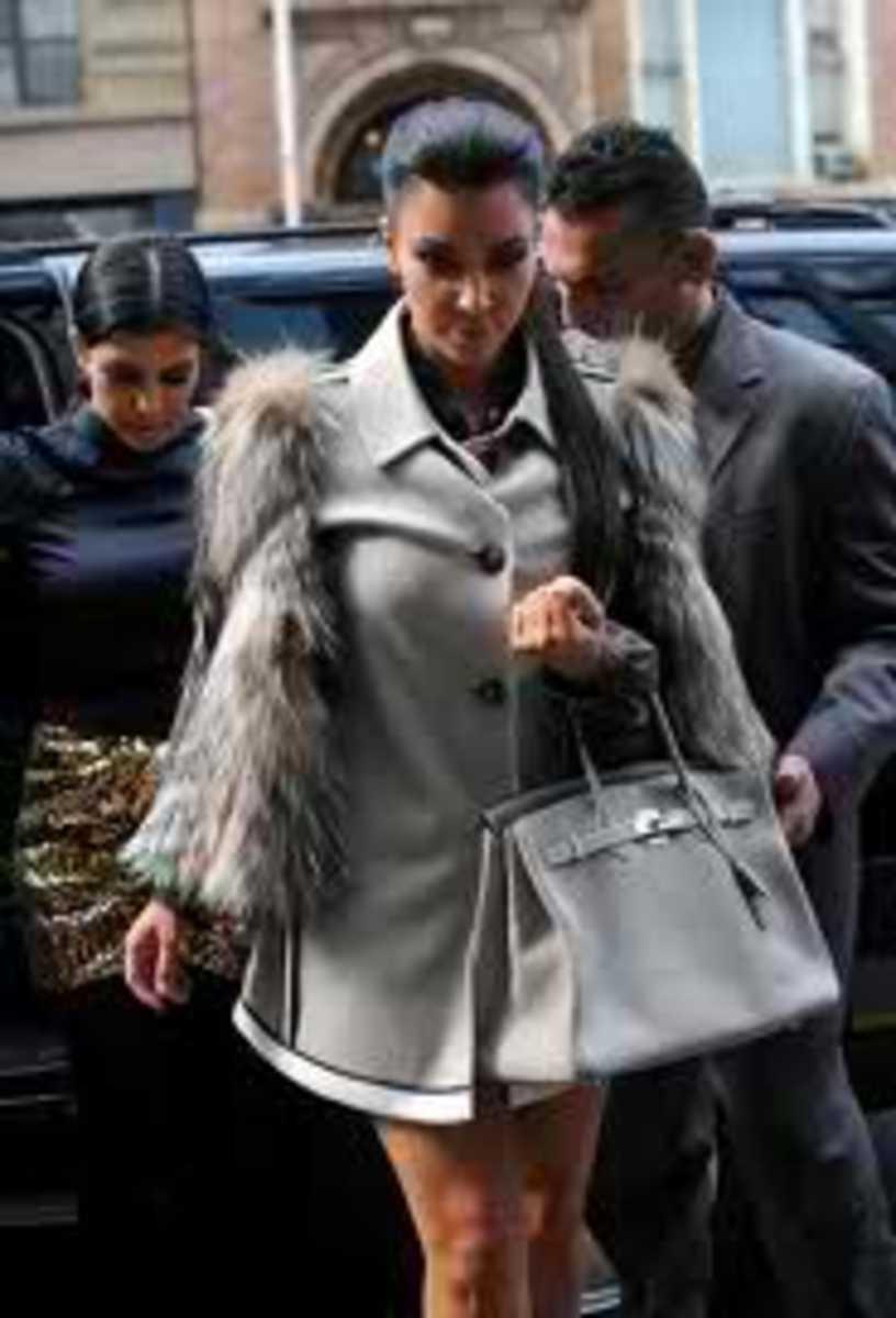 Kim looks fabulous with her gray birkin bag.