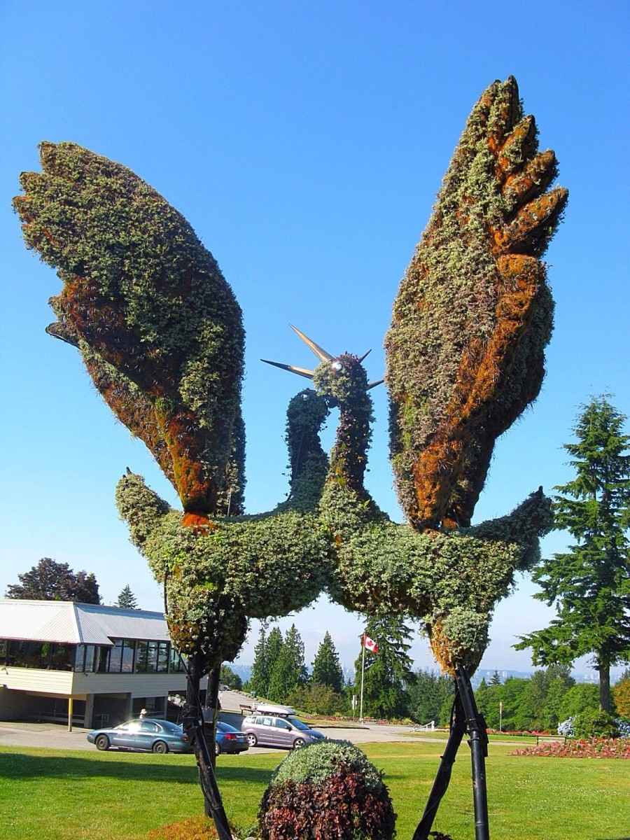 Eco-sculptures of Tancho cranes