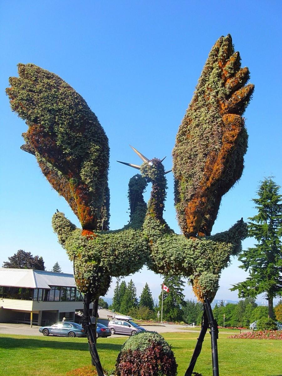 Eco-sculptures of Tancho cranes
