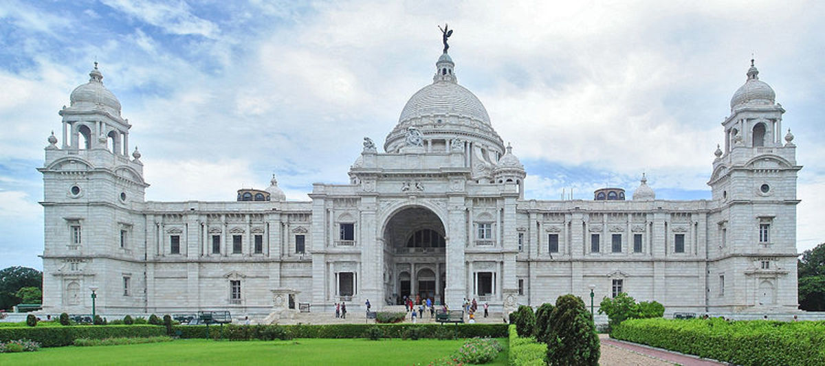 Front view of Victoria memorial.  Took from google images.