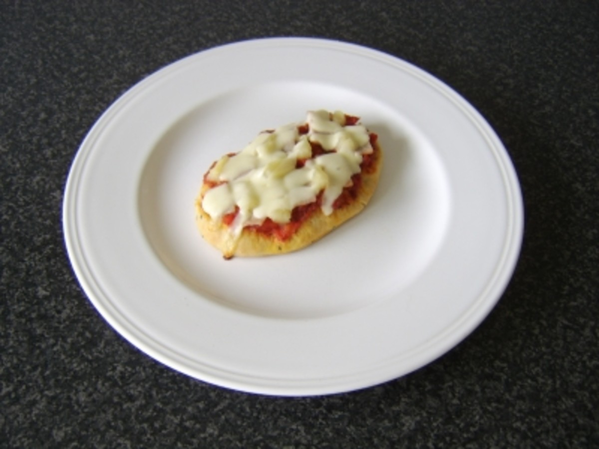 Ham and Pineapple Mini Naan Bread Pizza