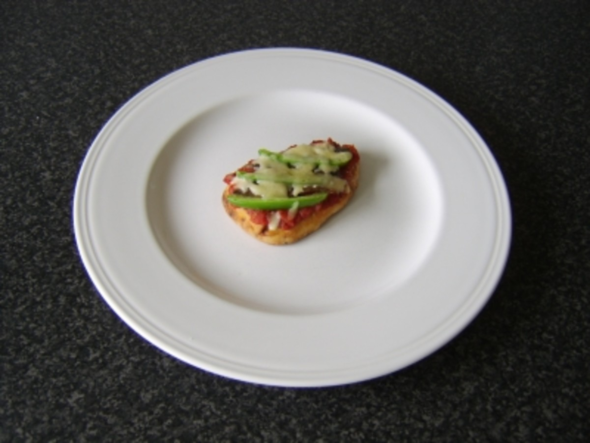 Green Bell Pepper and Anchovy Mini Naan Bread Pizza