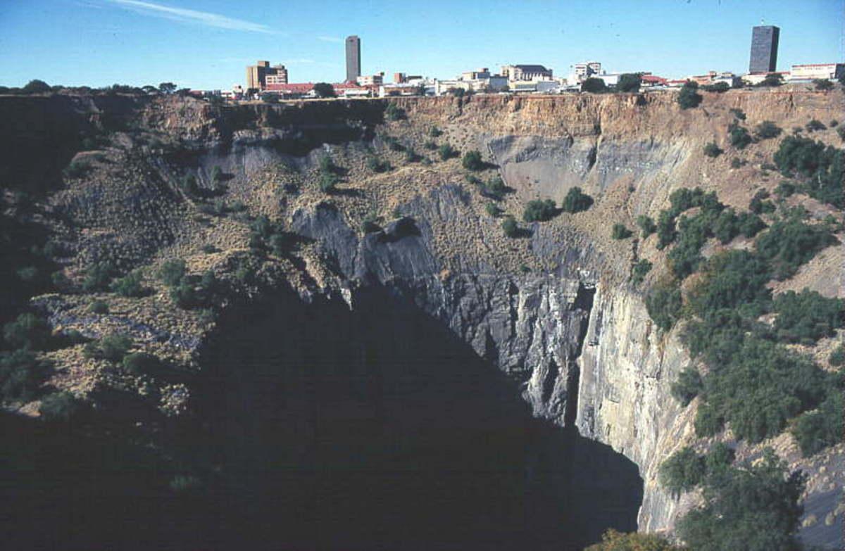 "Cross section through the Kimberley Mine (""Big Hole"")"