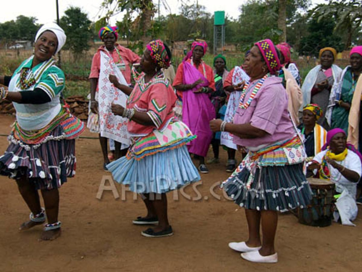 Shagaan dancers