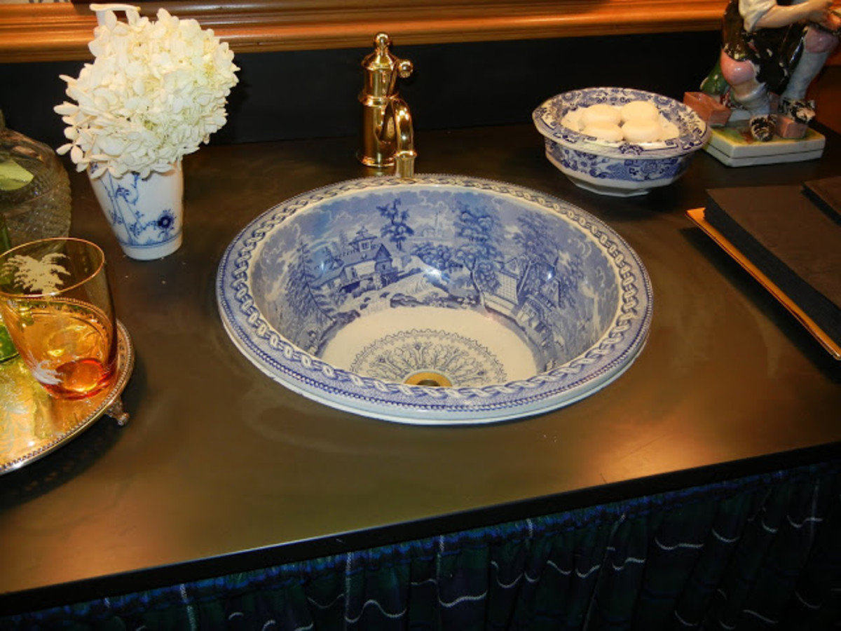 beautiful Chinoiserie porcelain sink with matching soap dish