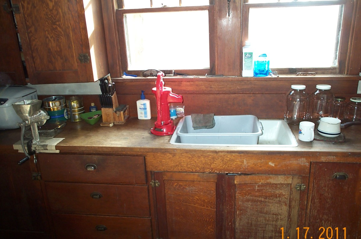 This sink is great to use, easy to clean, and, best of all, holds many secrets and memories of the last century. It is made of cast iron, porcelain-coated.