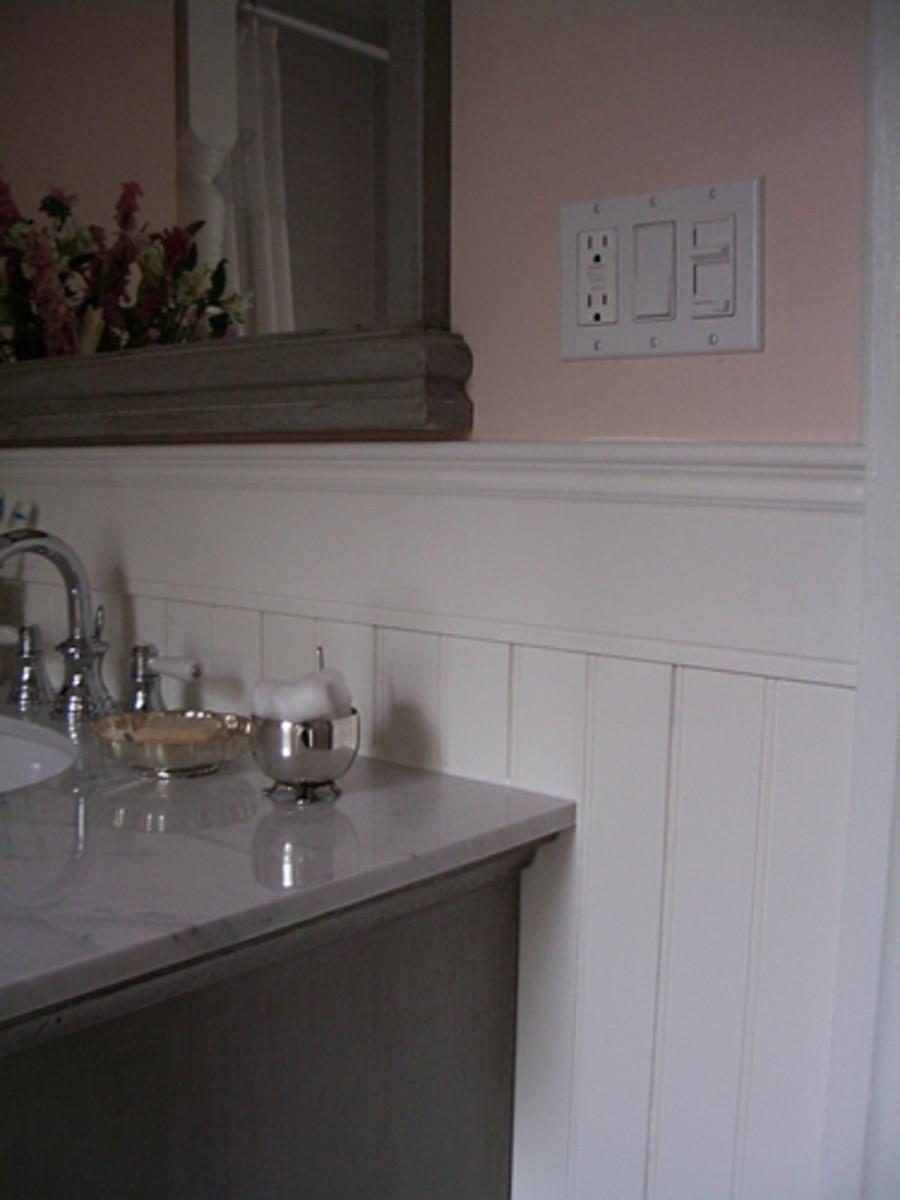 Bathroom with classic beadboard