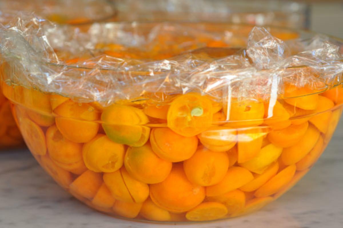 Washed & halved cumquats, soaking in water. Image:  Siu Ling Hui