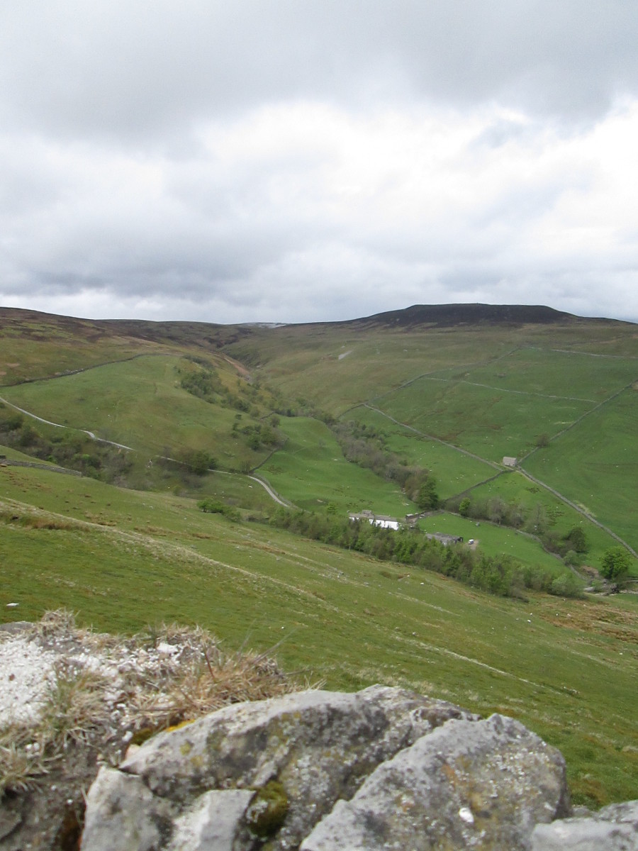 Look the other way, north-westward to the head of a tributary dale above Gunnerside (nothing to do with artillery, it's a corruption of a Norse name, Gunnar)