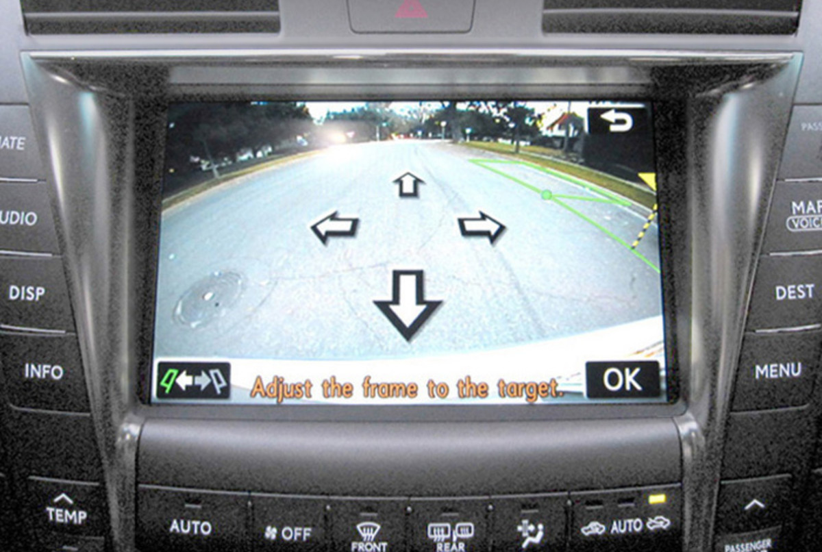 "Lexus ""Parking Assist"" system, on the 'setup' screen. Touch the arrows to adjust the space you want to go into."