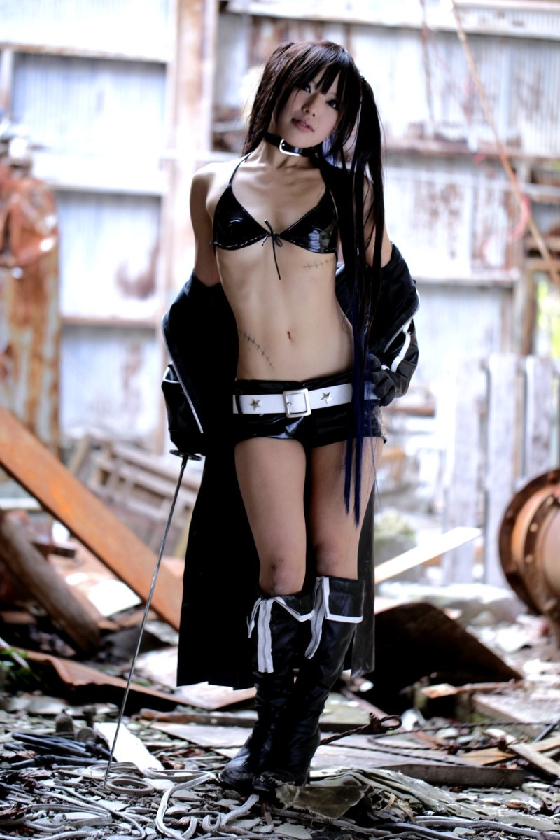 Black Rock Shooter girl taking off jacket.