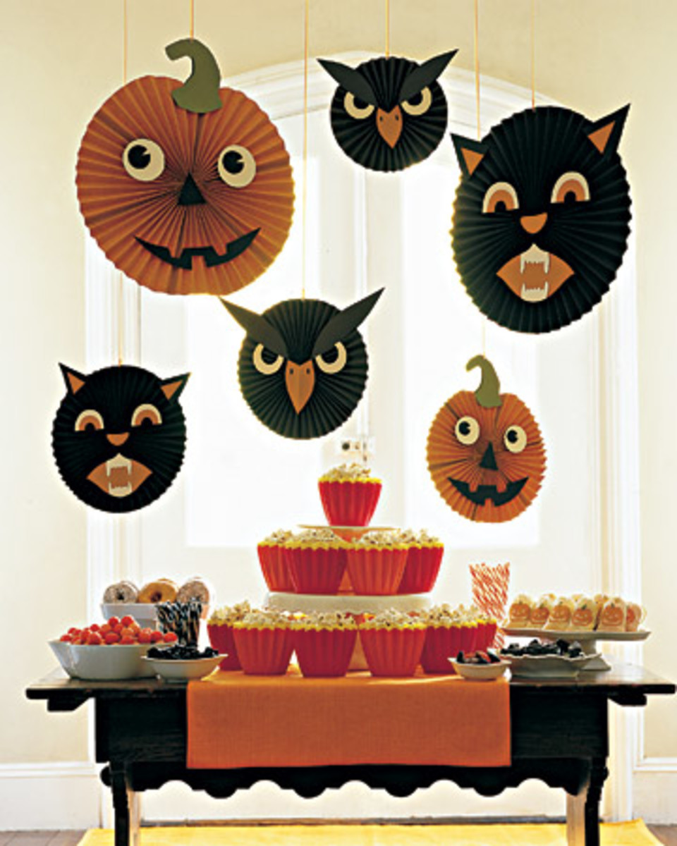 Children will just love this non-scary table and decorations