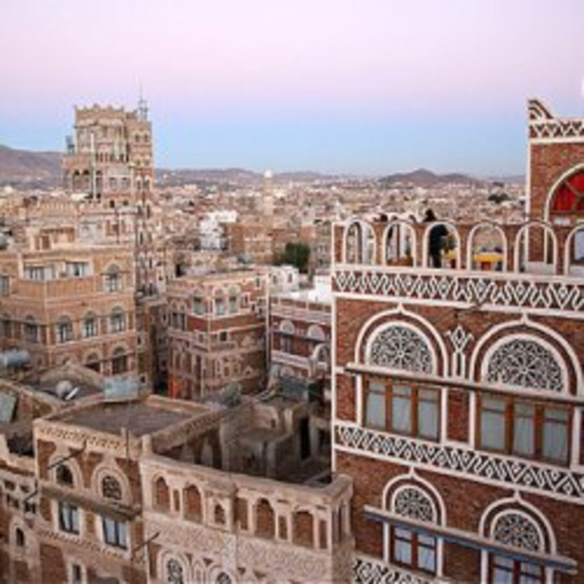 Image credit of Sana'a: http://www.ebusinessconsultant.co.uk/foreign-travel-advice/index.php?country=yemen