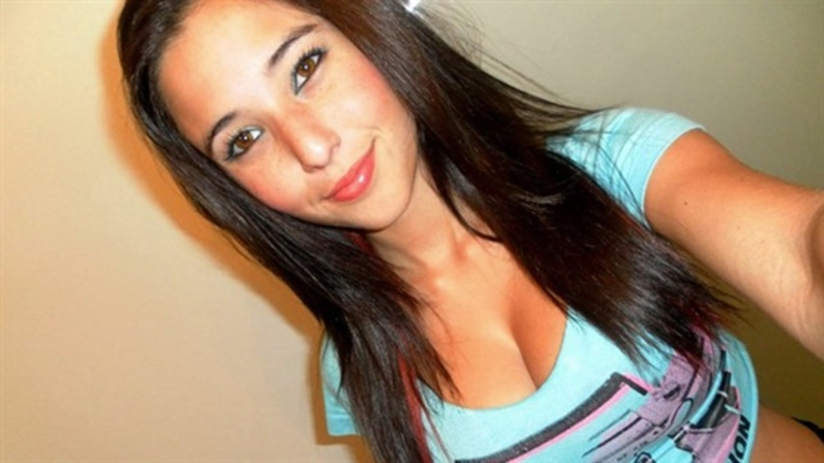 I think this is an original and genuine pic of Angie Varona, will welcome comments if not.