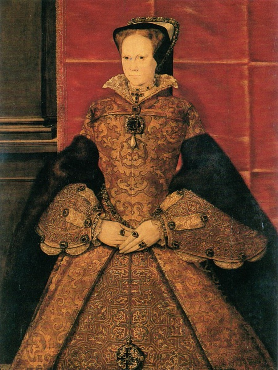 Here is Mary, daughter of Catherine of Aragon, and Henry Tudor.  This obviously is not the Elizabethan figure. The undersleeves are lovely and her oversleeves were amazing.