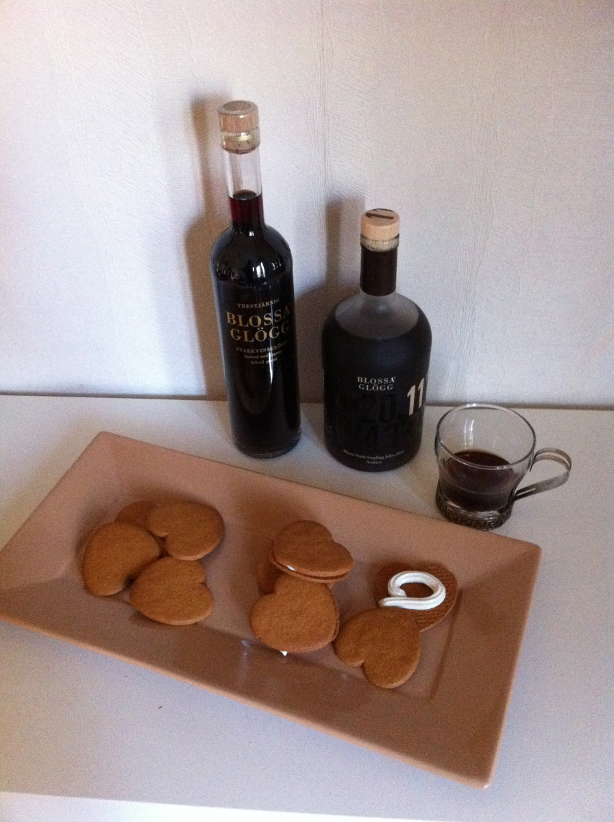 Serve Swedish pepparkakor with glogg and enjoy!