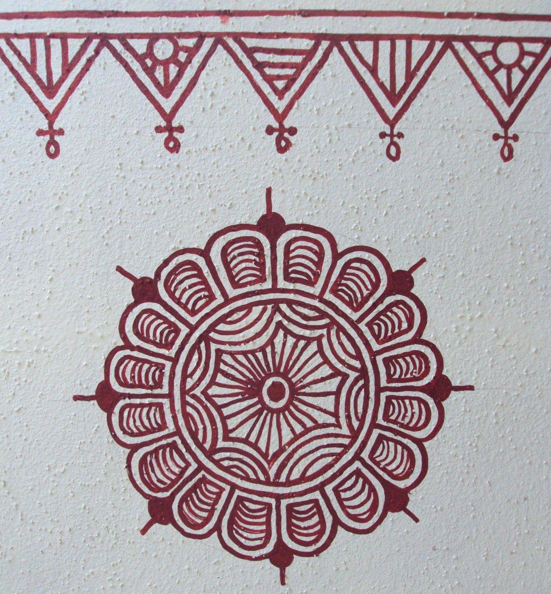 Completed circular motif