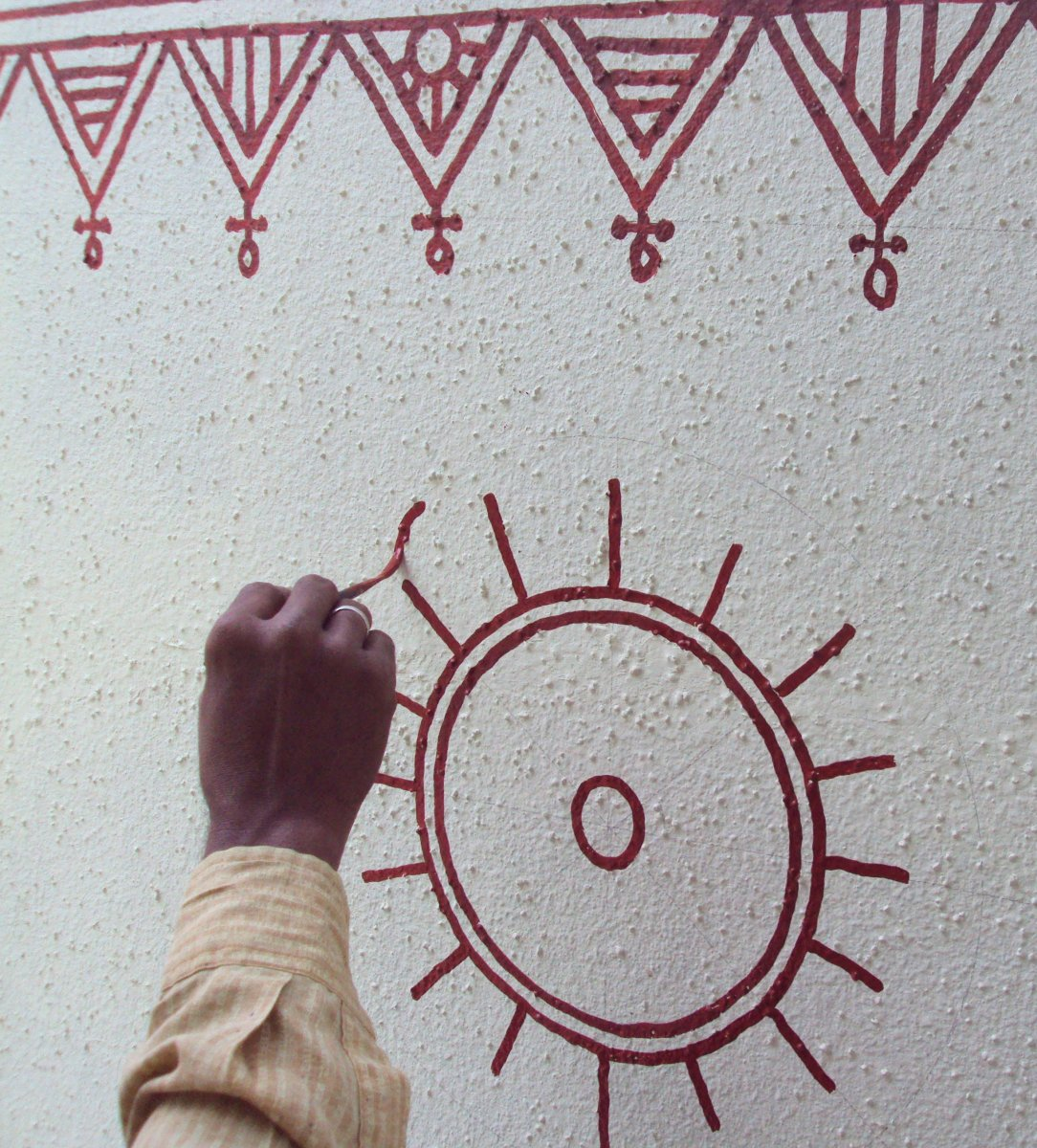 Artist painting a freehand circular motif