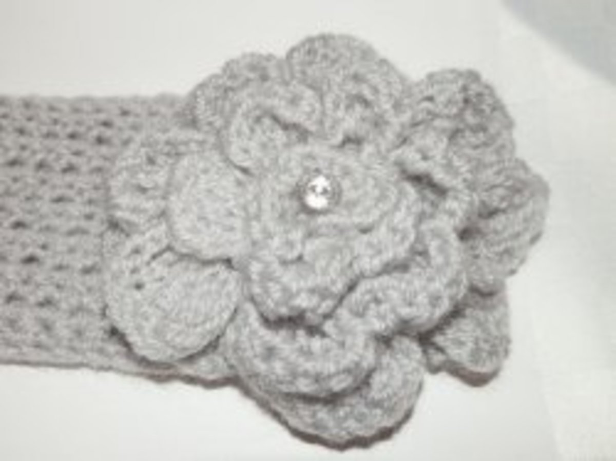 Crochet headband with flower