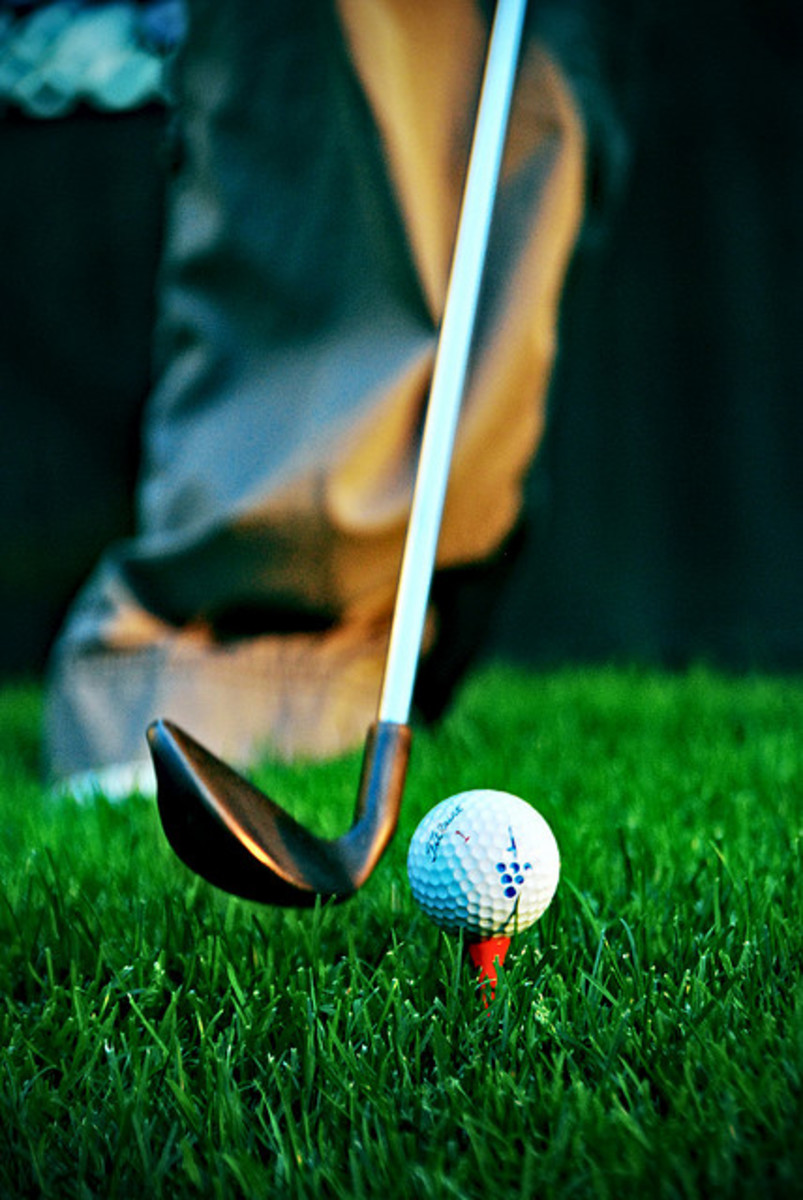 PING donates golf clubs and lessons to American war veterans as part Wounded Warrior Project.