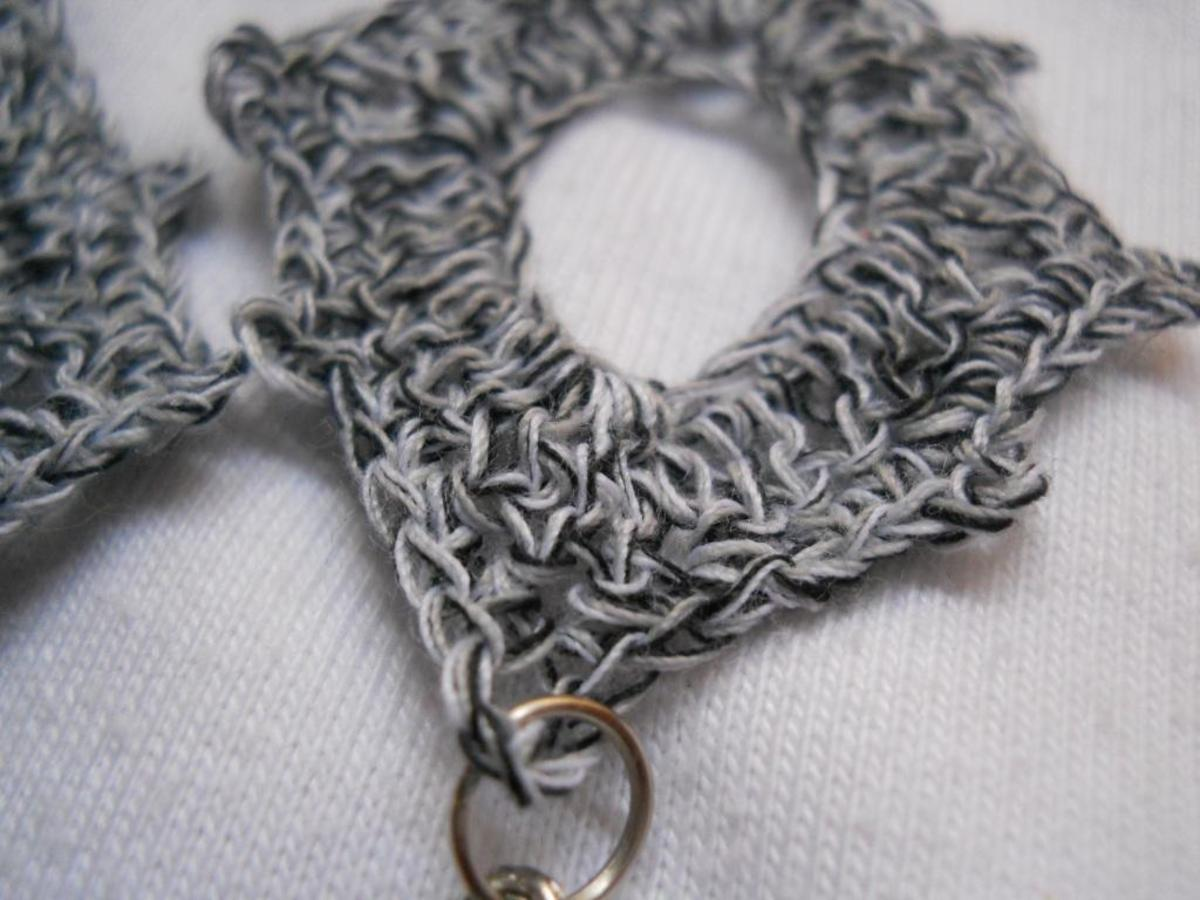 Close up on the thread used for this earrings.